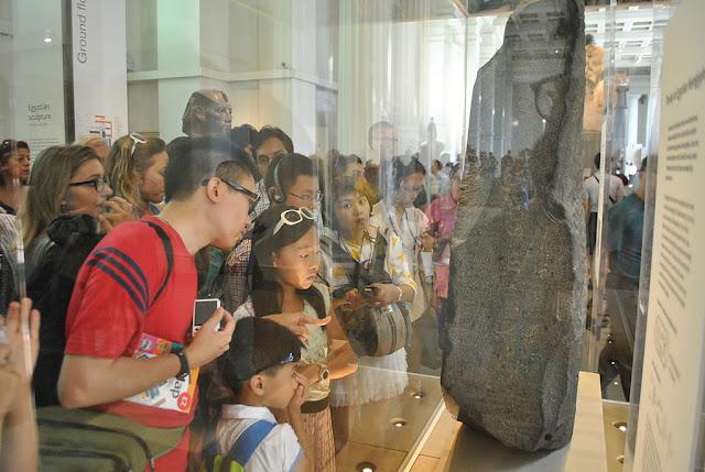 [Viajando na História] O mês de Julho na História - Descoberta da Pedra de Roseta que possibilitou a tradução dos hieróglifos egípcios