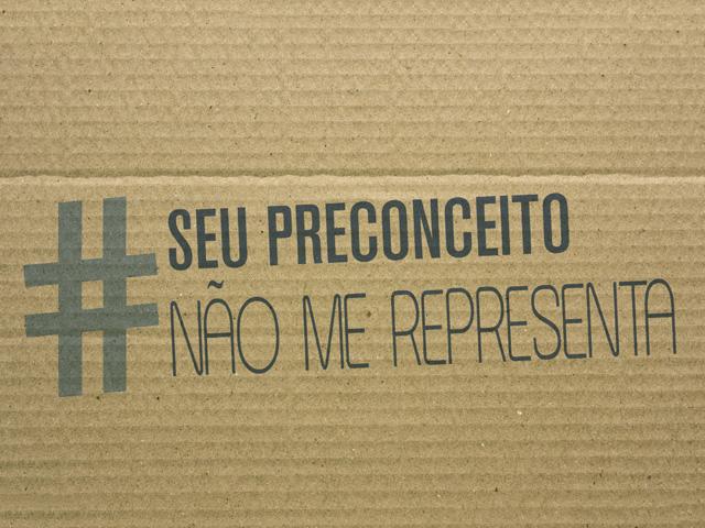 """Placa da Campanha Nacional de Combate ao Câncer de Próstata """"Um toque, um drible"""". Foto: Divulgação"""