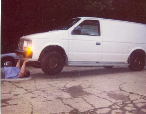 Isaac Nesser benching a van