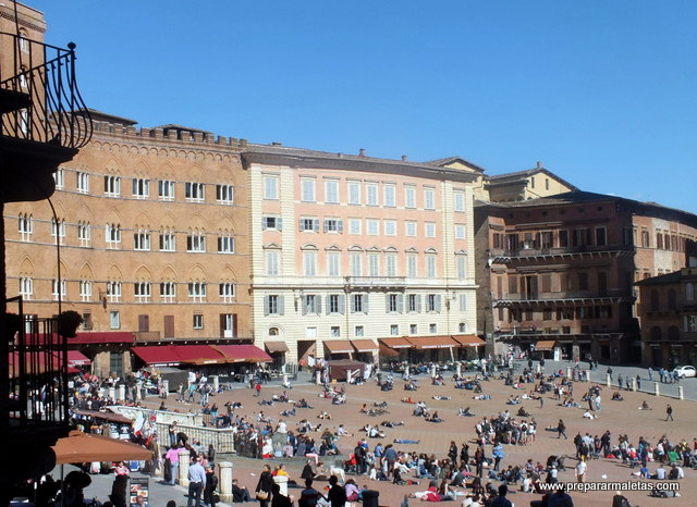 plaza de Siena en la Toscana