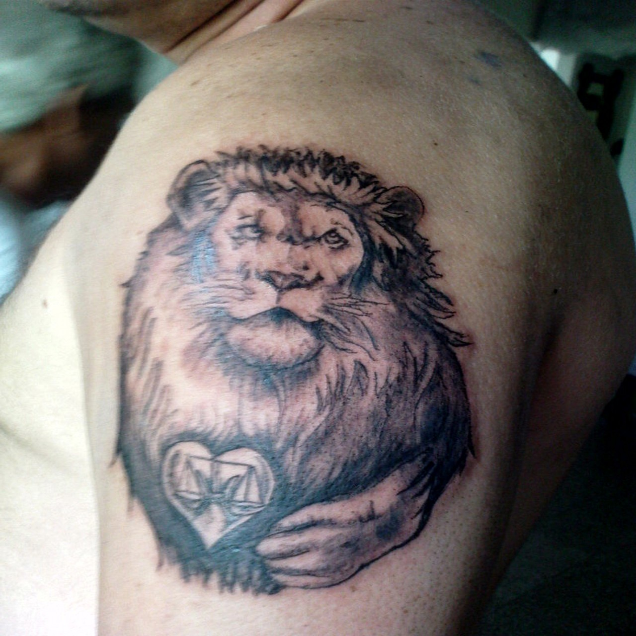 001 lion tattoo for shoulder
