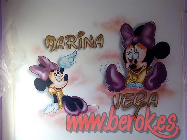 Cuarto decorado con Minnie Mouse