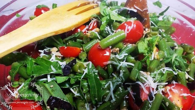 салат со спаржевой фасолью и помидорами черри