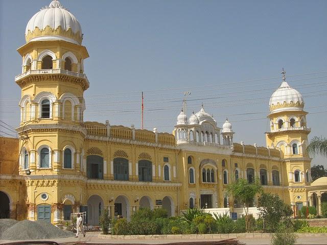 Exterior of Gurdwara Nanakana Sahib, Pakistan