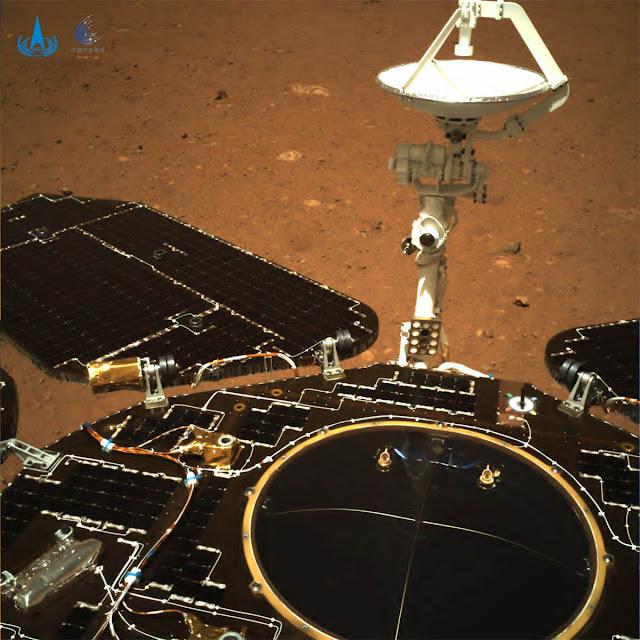 Foto colorida de Zhurong em Marte