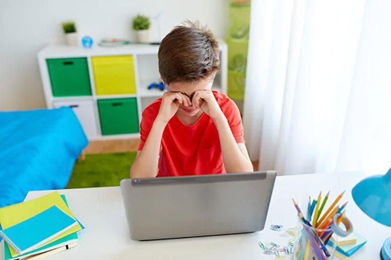 Según una encuesta universitaria, 8 de cada 10 estudiantes padecen síntomas fatiga visual