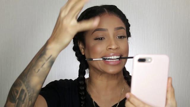Melissa Roja Altagracia Conocida Popularmente Como (MAKE UP MELL) Influencers dominicana que poco a poco ha ido posicionándose en los tops de los influencers más buscando de Instagram en RD.  Por su grandioso trabajo en el área del maquillaje convirtiéndose en una celebridad en las redes sociales lo cual ha tenido mucho éxito.