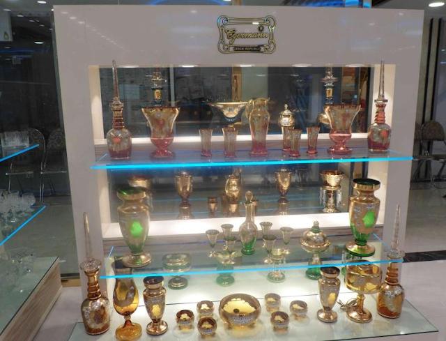Lojas de cristais e porcelanas na Cidade Velha em Praga