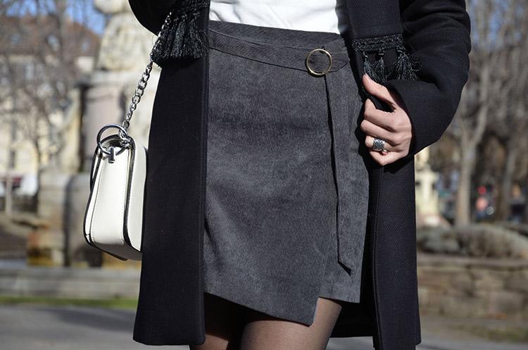 falda-asimetrica-fedora-abrigo-borlas-zara-look-blogger-trends-gallery