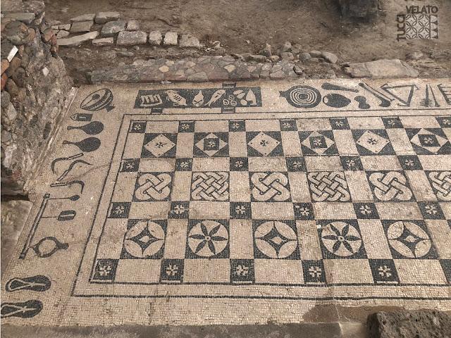 Zapatillas del mosaico de la villa romana de marbella
