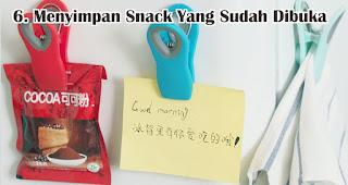 Menyimpan Snack dan Makanan Yang Kemasannya Sudah Dibuka merupakan manfaat tempelan magnet kulkas untuk sehari-hari