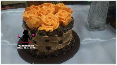 Kue Tart Coklat Hias Bunga Pesanan Acara  Pernikahan