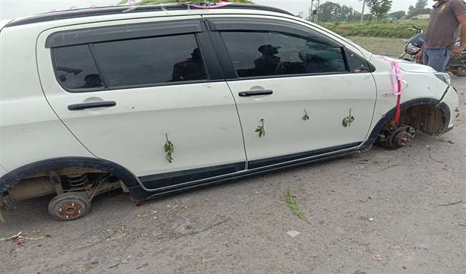 चंदौली: कुसम्ही गांव में बरात में हुआ बवाल, दूल्हे की गाड़ी का टायर खोल ले गई पुलिस
