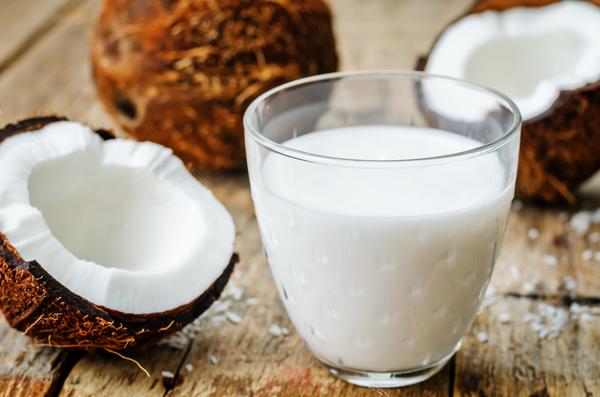 La cure de lait de coco pour faire pousser les cheveux rapidement