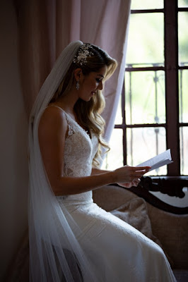 bride reading letter from groom