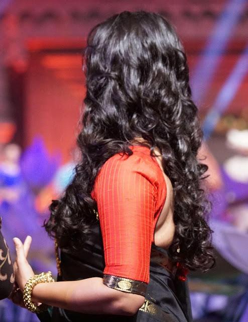 Anushka Shetty Long, Black And Curly Hairstyle