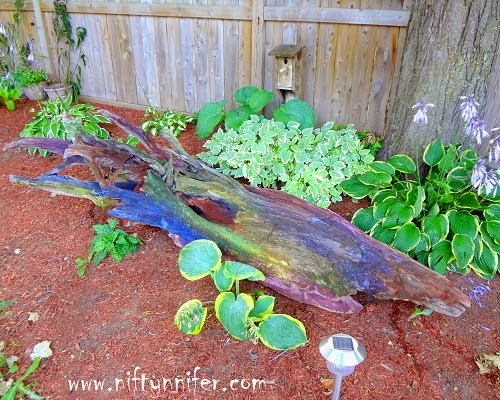 http://www.niftynnifer.com/2014/08/i-tie-dyed-my-drift-wood-garden-project.html