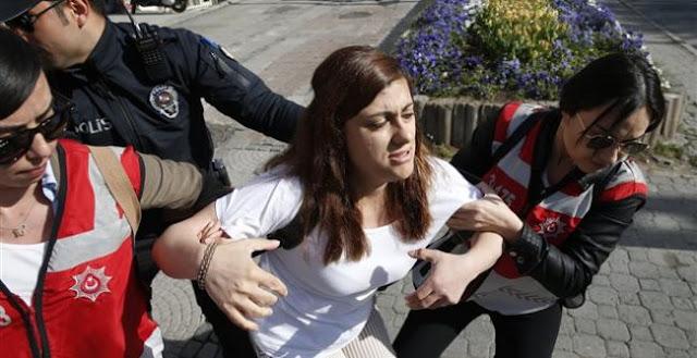 Συμπλοκές διαδηλωτών με αστυνομικές δυνάμεις στην Τουρκία