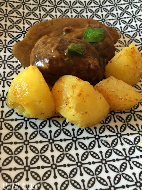 carrilleras-ibéricas-con-guarnición-de-patatas