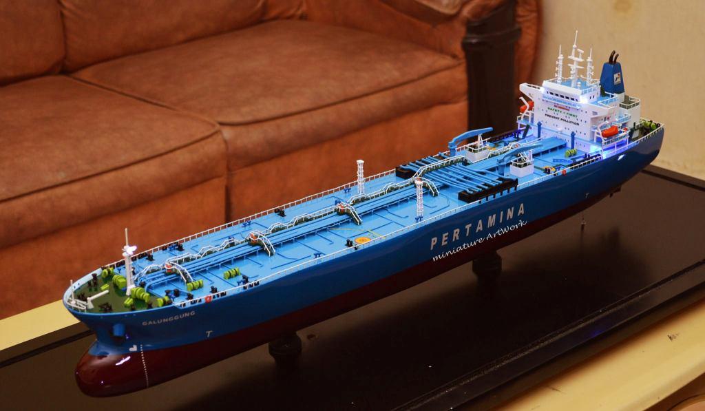 souvenir miniatur kapal crude oil tanker galunggung milik pertamina bergaransi batam