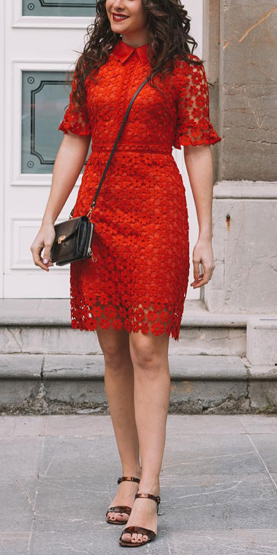 To get the perfect New Year Eve Instagram photo all you need is a trendy outfit and saying cheese. Have a look at these 21 New Year Eve Outfits for Your Next Holiday Party. Holiday Fashion via higiggle.com | red lace dress | #holiday #fashion #newyear #valentine