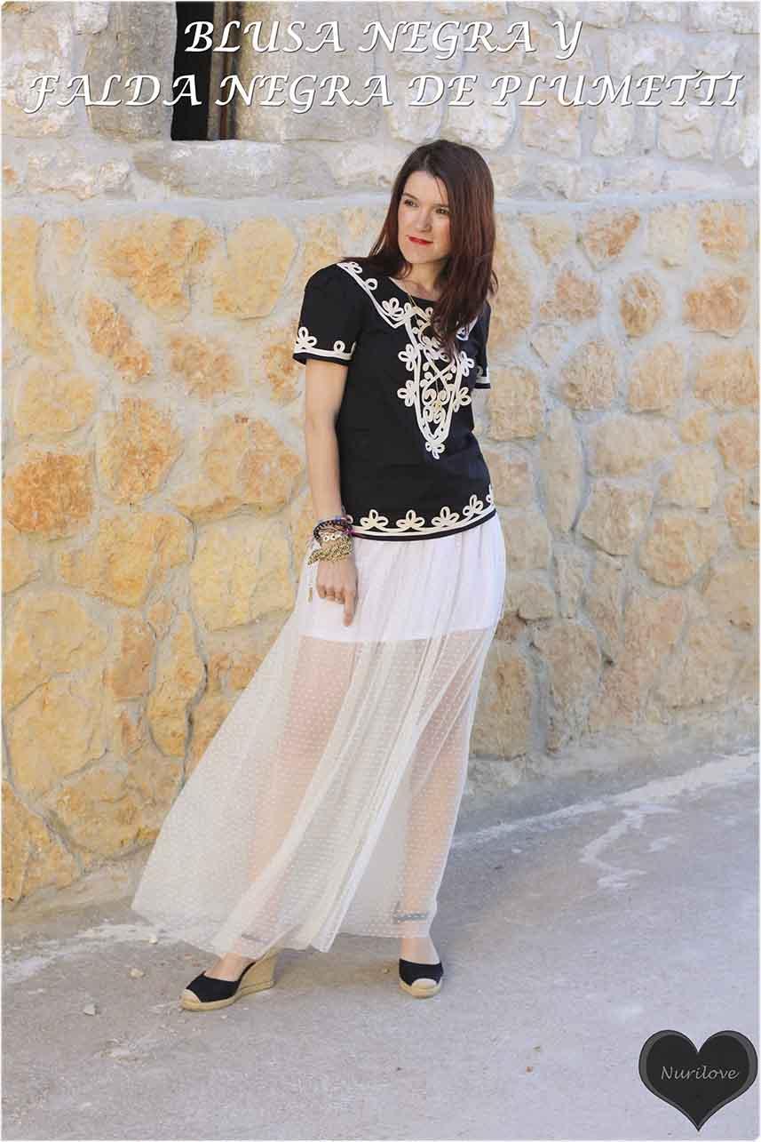 Falda de plumetti blanca muy especial combinada con una blusa blanca y negra