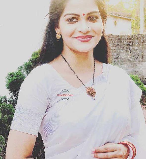Hot Dipika Tripathy New Saree Photoshoot Looking stunning