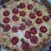 Uma pizza que falta quantidade recheio pra ganhar destaque, mesmo assim pode ser uma boa pedida... comendo Pizza de Peperoni Grande + 1 Margherita Grande em Pizzaria Nona Pina.