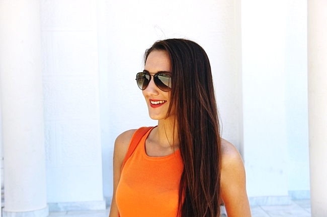 Orange top.Ray Ban aviator brown sunglasses.Best brunette hair color.