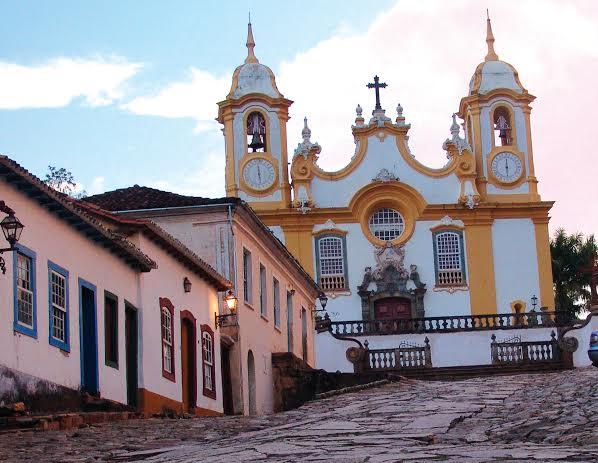 Tiradentes, uma cidade histórica com muitas igrejas e muitas pousadas.