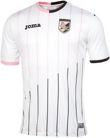 Rosa y detalles en negro también son visibles en el cuello con cuello  redondo del nuevo camisetas de futbol de Palermo 15-16 093a053baddf0