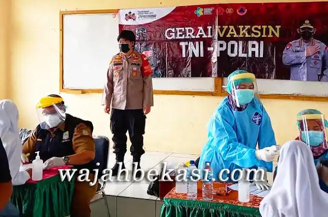 Pelajar SMAN 1 Sukawangi Antusias Ikuti Vaksinasi Oleh Polsek Tambelang