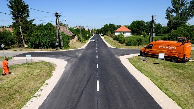 """Nyavajognak a senkiháziak: """"kivéreztetéses"""" 8,7 milliárd forintot biztosít a kormány fővárosi utak felújítására"""