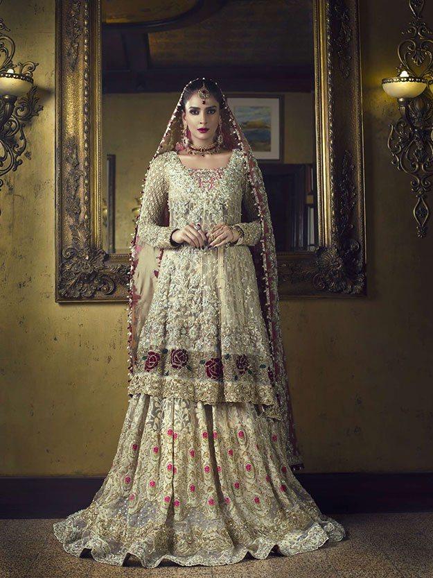 Hot & Sexy Pakistani actress Saba Qamar stuns in her latest bridal shoot for 'Vogue India'