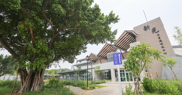 《台中.太平》新光水資源回收中心|屯區首座水資中心|荷花池|綠地|空中花園|老榕樹