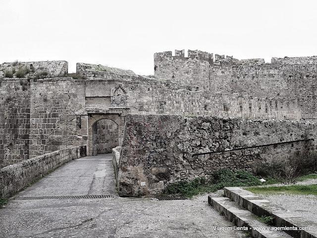 Um dos portões de entrada para a cidade medieval
