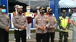 Ops Zebra Krakatau: Polres Lampung Barat Bagikan 500 Masker, 500 Vitamin dan 150 Bunga