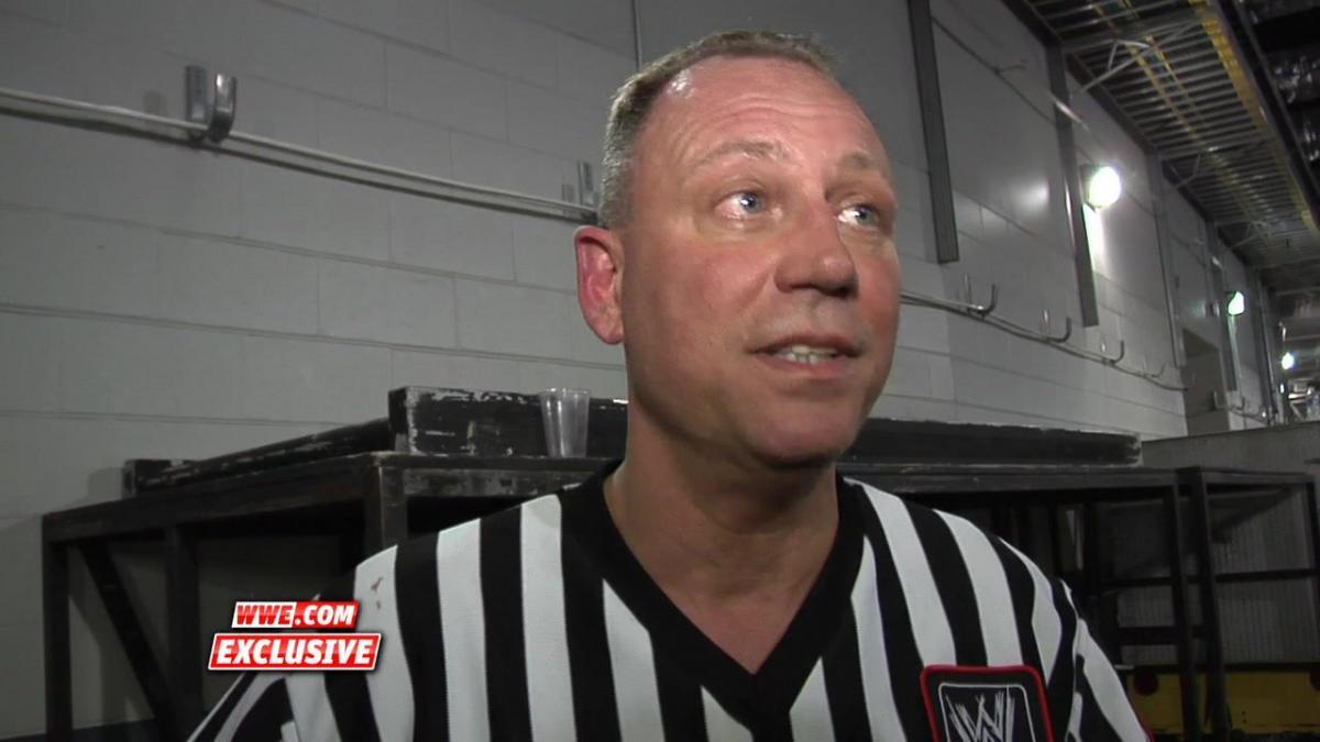 """Ex-árbitro da WWE faz """"grave"""" acusação sobre Vince McMahon"""