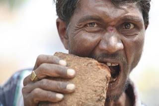 5 Manusia yang Memiliki Selera Makan Aneh