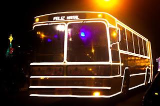 Passeio de ônibus pelos pontos iluminados em Cajati