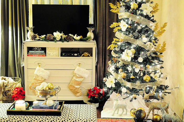 An eclectic holiday tour of a small apartment space decorated for Christmas! The black, white, gold and silver touches are gorgeous.
