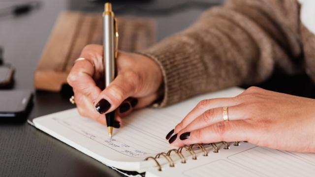 Buat buku harian untuk pelampiasan kemarahan