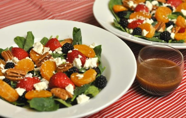 Berry Orange Spinach Salad with Citrus Balsamic Vinaigrette #salad #vegetarian