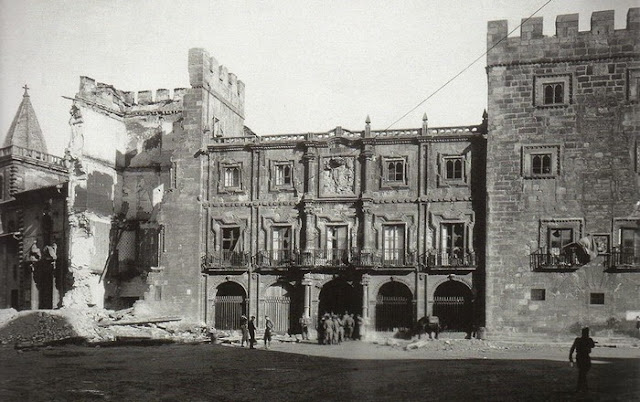 Palacio Revillagigedo en Gijón derruido durante la Guerra Civil Española