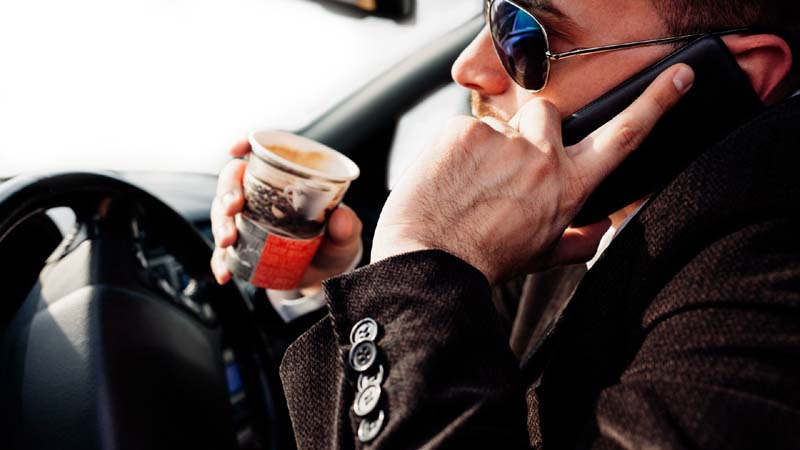 How to Avoid Distractions Behind The Wheel