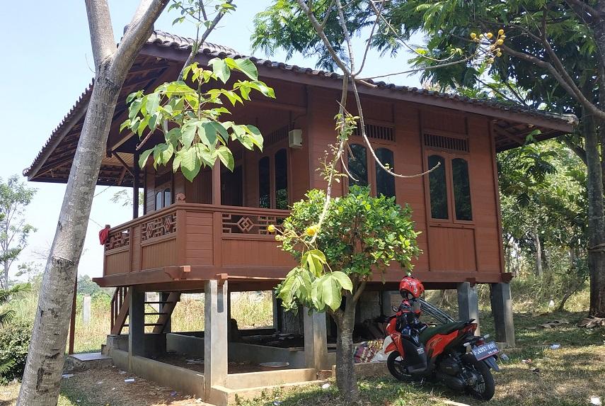 rumah panggung kayu