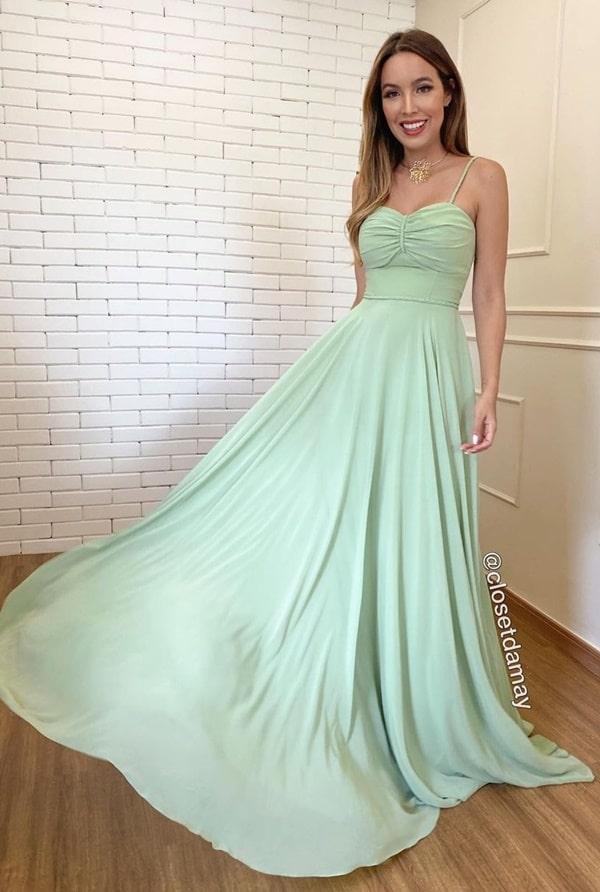vestido longo verde menta com saia fluida