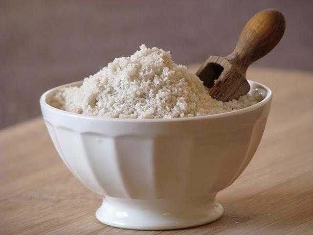 Produit d'entretien fait maison avec du sel