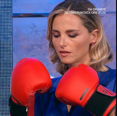Francesca Fialdini guantoni boxe rossi Da noi a ruota libera 26 settembre