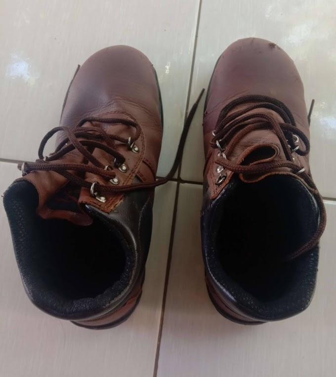 7 Cara Mudah Menghilangkan Bau Sepatu tanpa Ribet